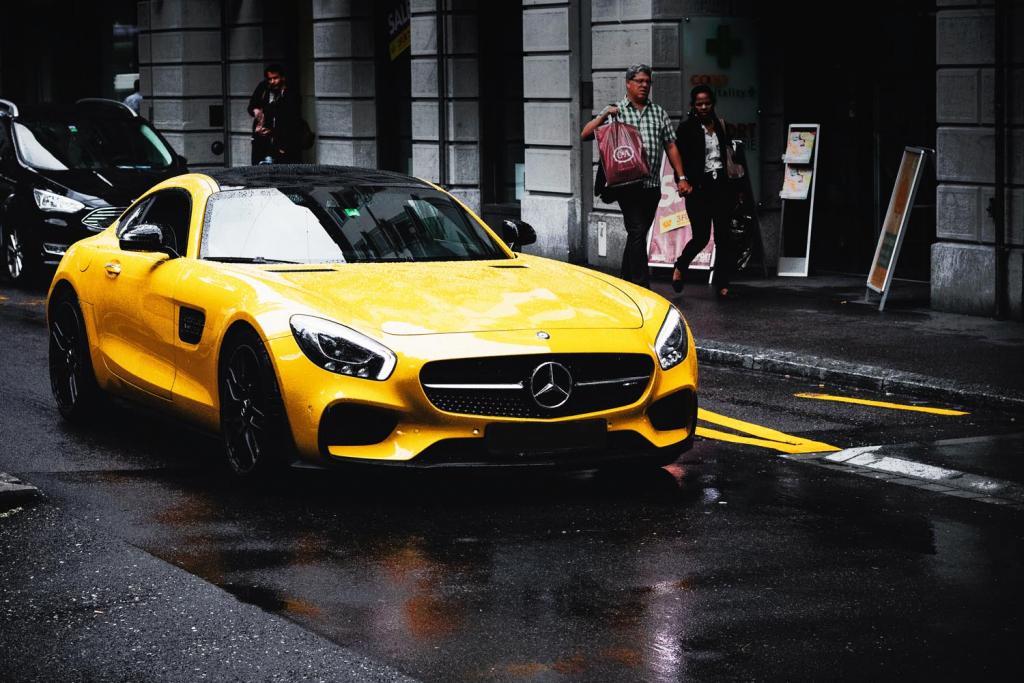 Yüksek kazanç elde eden lüks konut gayrimenkul danışmanı hayalindeki arabayı satın almış