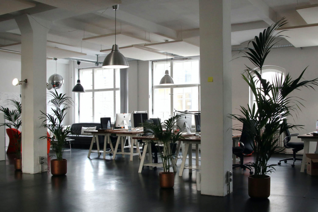 Emlak ofisi açma şartlarını karşılayan bir çalışma alanı